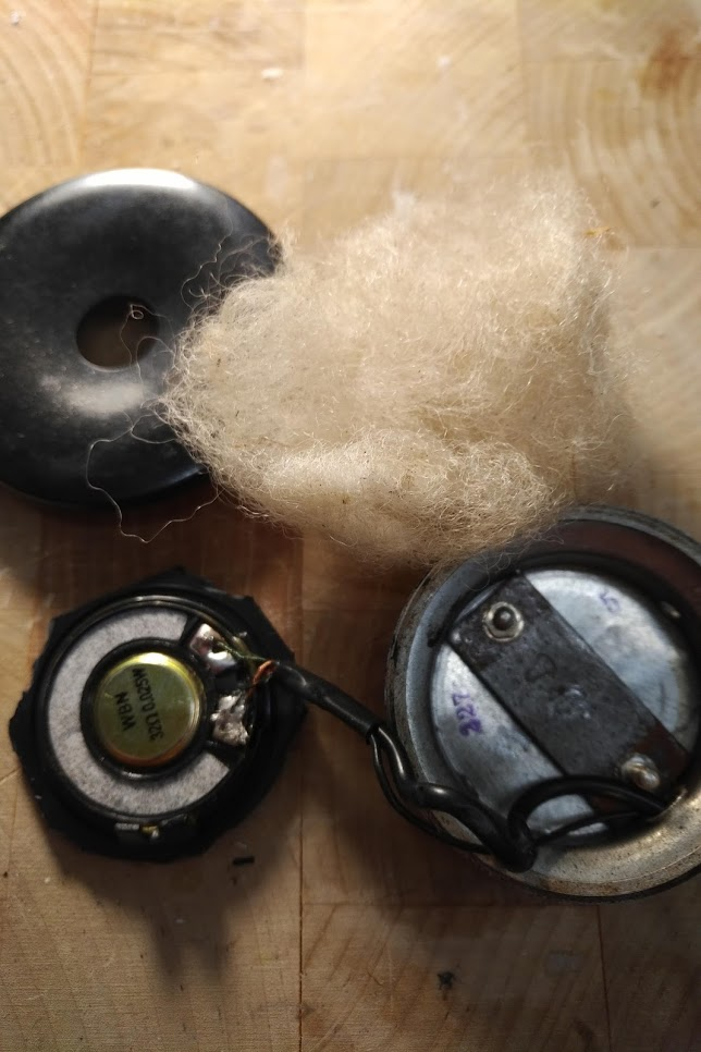 Kopfhörer und Wolle