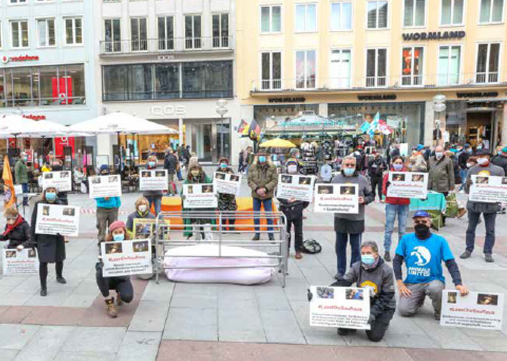 Akionstag, Menschen und Plakate