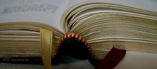 Ein aufgeschlagendes Buch
